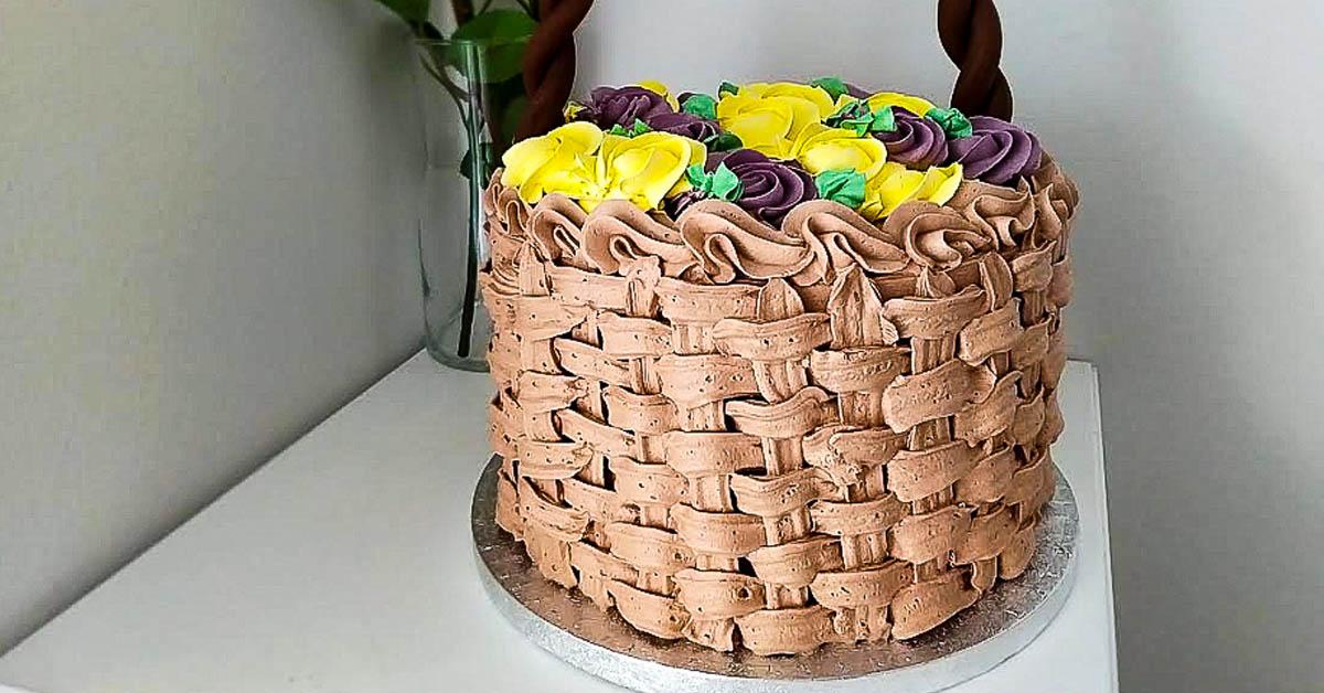 Koripunoskakku ruusupursotuksilla – kakku, joka tuo kesäfiiliksen