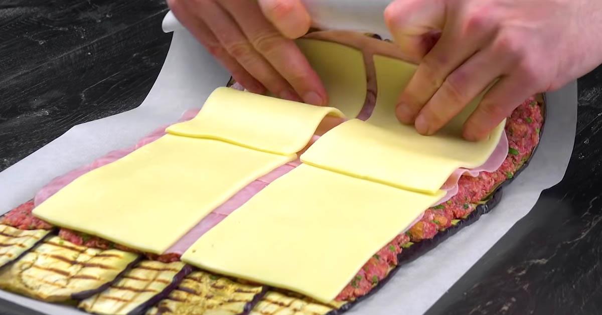 Kääri munakoisosiivut, kinkku, jauheliha ja juusto rullalle – täydellinen ruoka