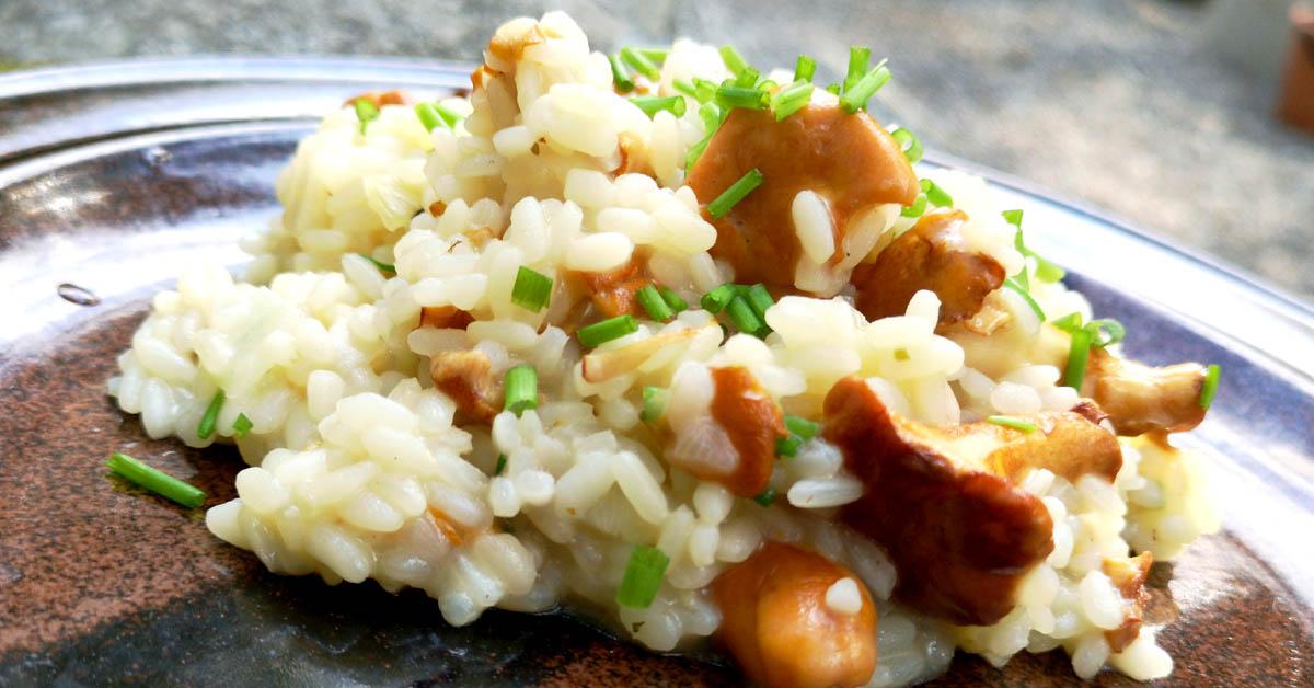 Kantarellirisotto –  takuuvarma herkkuruoka, jossa on paljon makua ja koostumus kohdillaan