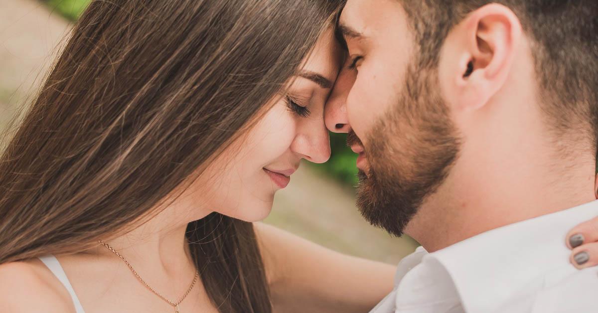 6 Tapaa parantaa parisuhdetta, jos kumppanisi on työnarkomaani