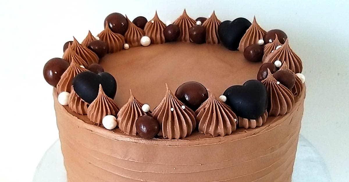 Vegaaninen suklaakakku – suklaata enemmän kuin laki sallii
