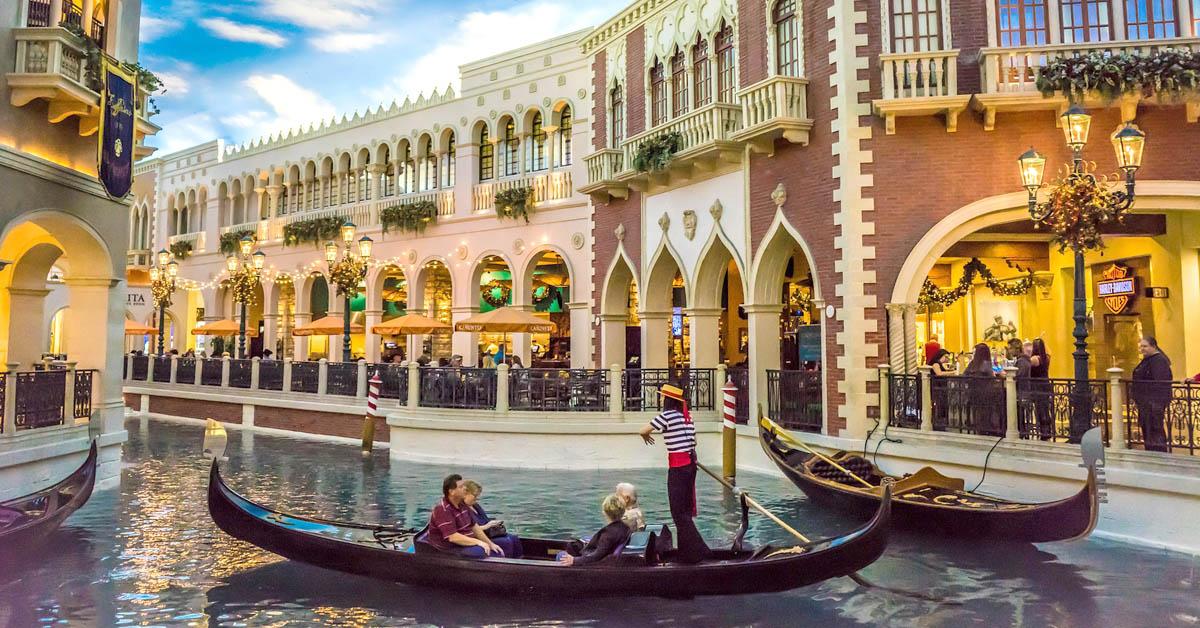 Kuinka suunnitella romanttinen matka Las Vegasiin