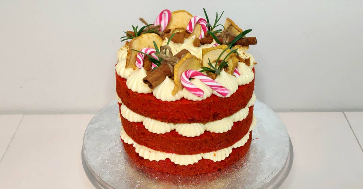 Red velvet kakku – syntisen hyvä yhdistelmä red velvet kakkua ja tuorejuustokreemiä