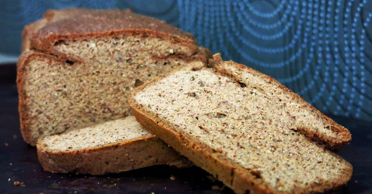 """Keto """"ruis""""-vuokaleipä ilman pähkinää – Helppo, nopea & hyvä koostumus"""