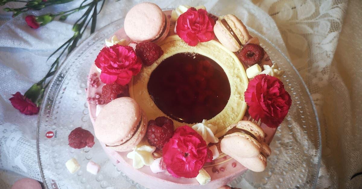 Marjainen ikkuna juustokakku – kaunis yllätys kakun keskellä