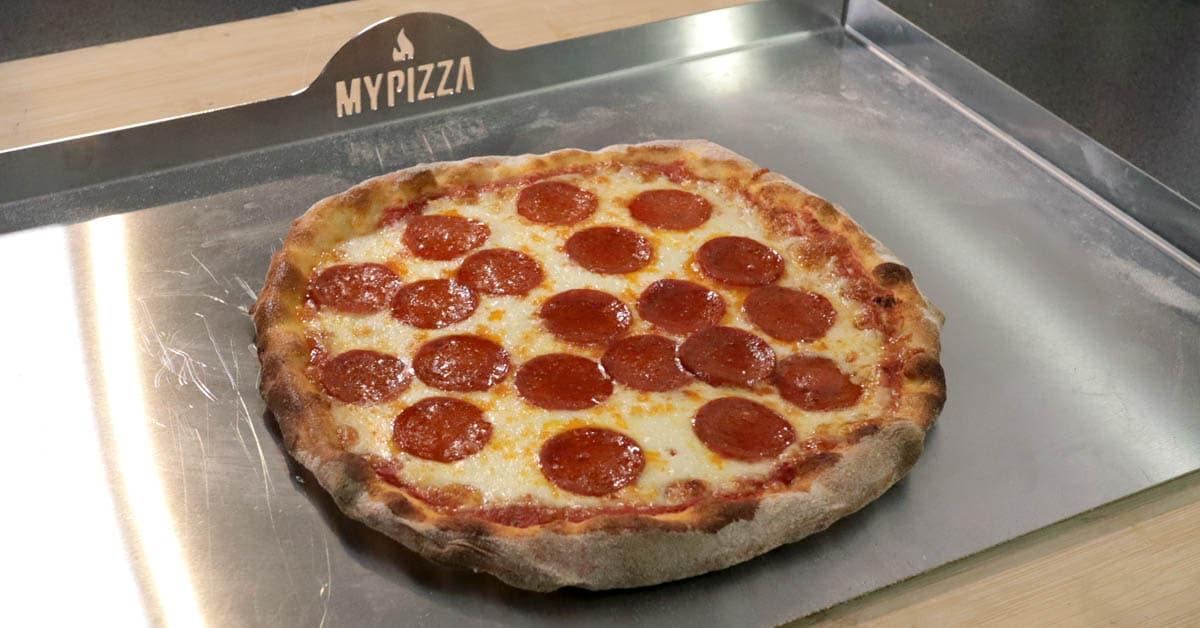 New York Style Salami Pizza – pizzateräksellä mehukas ja rapea lopputulos