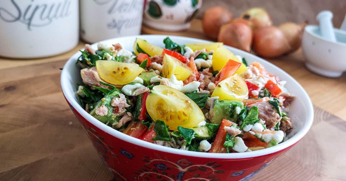 Petrin lounassalaatti – täyttävä ja maistuva tonnikalasalaatti ilman kastikkeita