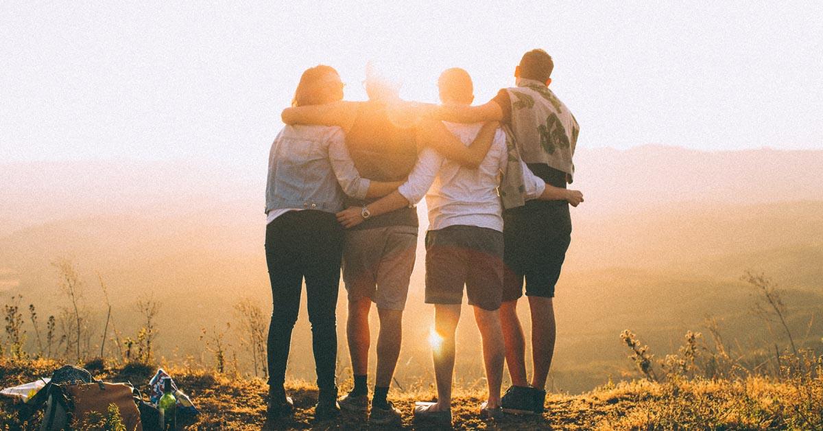 Minä-ajatuksesta kohti yhteisöllisyyttä: kuinka sosiaalinen kanssakäyminen on edelleen tärkeää