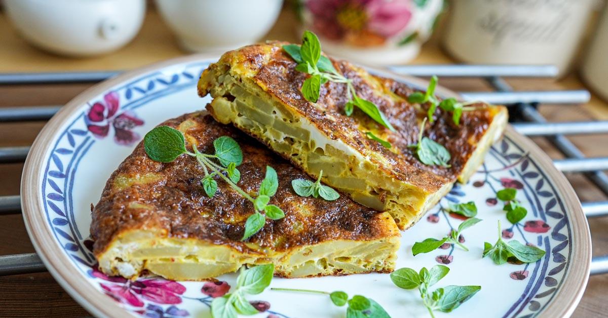 Espanjalainen perunamunakas (Tortilla de Patatas) – maukas ja ruokaisa arkiherkku
